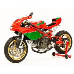 Should Ducati bring back the iconic red-and-green colors of Mike Hailwood? We say yes.