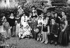 """Carnevale in maschera"" - 1957 http://www.bresciavintage.it/brescia-antica/arti-e-mestieri/carnevale-maschera-1957/"