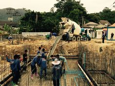 Casting the first swimming pool - Building in Thailand - Construction in Thailand