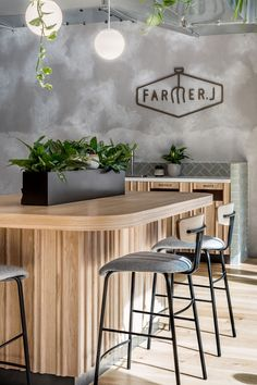 Farmer J accommodates dine-in and on-the-go customers; the space effortlessly transitions from morning to night, week to weekend and coffee to cocktails. Discover how Biasol have merged the concept of grab-and-go with a full-service restaurant. Restaurant Interior Design, Diy Interior, Modern Interior Design, Modern Decor, Church Interior, Design Café, Cafe Design, Design Ideas, Green Cafe