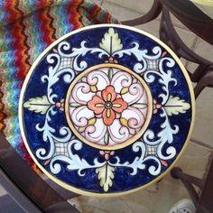 Bom dia! Outra da coleção de descanso de travessas! Para informações mandem direct! ☺️ #ceramic #ceramics #ceramica #cerâmica #art #artist #arte #artista #decoration #decoracao #decoração #decoracaodeinteriores #pintura #pinturaamao #lilianacastilho