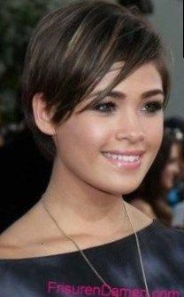 A short hairstyle with dynamic, which is achieved by the two-tone structure – when we see these short hairstyles, we would like to immediately Modern and popular bows: short hairstyles 2018 ladies dark Short. Winter Hairstyles, Pixie Hairstyles, Wedding Hairstyles, Hairstyles 2018, Hair 2018, Lady, New Hair, Blonde Hair, Hair Color