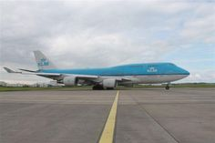 The KLM below was an unexpected visitor to Shannon. The aircraft routing Amsterdam to Houston USA diverted for a small technical problem and left soon afterwards. Aeroplanes, Amsterdam, Houston, Aircraft, Usa, Aviation, Airplanes, Airplane, U.s. States