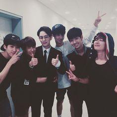 Boyfriend supporting Donghyun <3 No Min Woo Boyfriend, Boyfriend Kpop, Ideal Boyfriend, Jo Youngmin, How To Have Twins, Asian Hotties, Starship Entertainment, Seong, Boy Bands