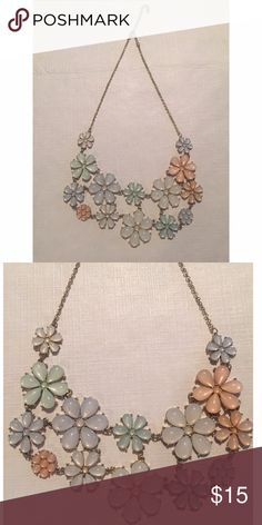 Francesca's Floral statement necklace Pastel flowers 🌸 perfectly subtle colors in great condition Francesca's Collections Jewelry Necklaces
