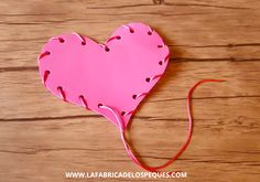 Taller de costura creativa para niños y niñas Crafts For Kids, Valentines, Preschool Crafts, Recycled Crafts, Infant Crafts, Sewing Projects Kids, Kids Learning, Learn To Sew, Valentines Diy