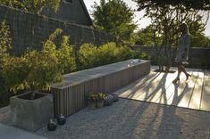 Strakke houten tuinbank