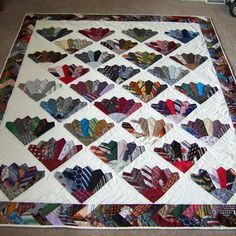 Patchwork and Quilt.: Learn to Make Tie Quilt Free Pattern Dresden Quilt, Necktie Quilt, Shirt Quilt, Quilt Block Patterns, Quilt Blocks, Quilting Projects, Quilting Designs, Craft Projects, Diy Necktie Projects