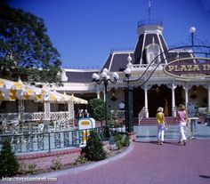 Davelandblog: Disneyland, Main Street, Plaza Inn, Aug. 28, 1965 Pt. 2