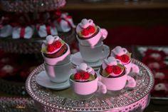 "O Chá de ""Pangerie"" da Priscila #chadelingerie #chadepanela #chadecozinha #decoracaovermelha #noivinhasdeluxo #bridalshower"