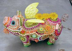 A bead-encrusted flying pig This Little Piggy, Little Pigs, Pig Images, Pig Crafts, Pot Belly Pigs, Teacup Pigs, Funny Pigs, Pig Art, Cute Piggies