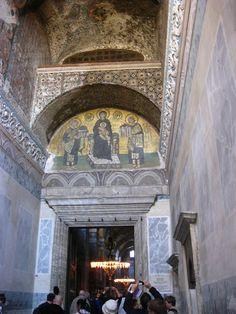 Puerta interior de acceso de la Basílica de Santa Sofía en Estambul Dan Brown, Tower, Aesthetics, Building, Interior, Hagia Sophia, Istanbul, Rook, Computer Case