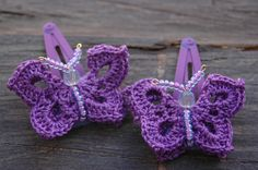 Set of two crocheted butterfly barrettes  Violet by lindapaula -Mariposas de ganchillo