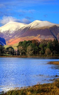 Blencathra's Chimney, overlooking Derwent Water, Lake District Lake District, Cumbria, Places To Travel, Places To Visit, Vida Natural, Beau Site, British Countryside, Mountain Landscape, Nature Pictures