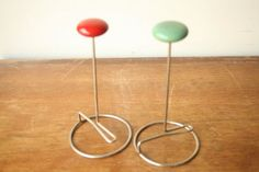 Vintage mid century modern set of hat stand. Would be a great piece to store all the beautiful old or new hat you have. Condition: Good, Vintage, clean, normal wear for its age. Hat Display, Display Ideas, Diy Interior, Interior Design Tips, Easy Home Decor, Cheap Home Decor, Hat Hooks, Hat Stands, Vintage Hats