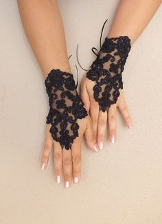 Black Wedding gloves Halloween costume french lace por WEDDINGHome