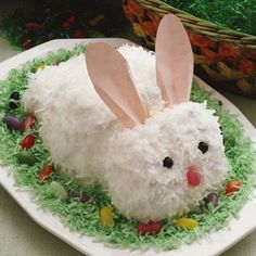 Remember old-fashioned cutout cakes? This cute bunny is easily made from a cake mix or a homemade cake. I remember this Easter Bunny cake from a Betty Crocker cooking pamphlet that I own. A timelessly cute cake! Holiday Treats, Holiday Fun, Holiday Recipes, Holiday Desserts, Festive, Easter Bunny Cake, Easter Treats, Bunny Cakes, Bunny Party