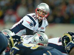 Tom Brady, carving up the Rams