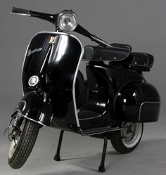 """The Vespa is a line of scooters patented on April 1946 by the company Piaggio & Co, S. The name Vespa, which means """"wasp"""" in Italian, was chosen by Enrico Piaggio. Scooters Vespa, Motos Vespa, Vespa Ape, Piaggio Vespa, Lambretta Scooter, Motor Scooters, Scooter Scooter, Triumph Motorcycles, Vintage Motorcycles"""