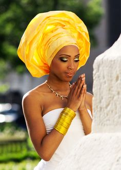 The African bride, so vivid and regal, hermosa.