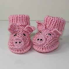 This is my Toddler Piggy Boots knitting pattern. I have never designed toddler footwear before because I was always terrified of baby slipping whilst taking those early steps. Now that I have found Sock Stop for the soles I can confidently say that these Crochet Mittens Free Pattern, Crochet Motifs, Crochet Patterns Amigurumi, Knitting Patterns, Baby Knitting, Crochet Baby, Knitting Kits, Bamboo Knitting Needles, Chunky Yarn
