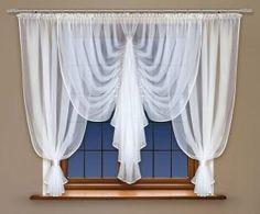 Lubisz eleganckie wnętrza? Ukoronowaniem takich pomieszczeń stanie się prezentowana #firanka_z_woalu . To majstersztyk – wspaniałe wykończenia, wysokiej jakości materiał i ciekawy projekt. Wysokość x Długość: 150x400 cm Kolor: biały Uwagi: wszyta taśma marszcząca, obszycie lamówką kasandra.com.pl