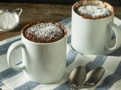 Chocolate and pear crumble cake - HQ Recipes Paleo Mug Cake, Keto Chocolate Mug Cake, Chocolate Mug Cakes, Coffe Mug Cake, Cake Mug, Food Cakes, Mug Recipes, Cake Recipes, Rose Bakery