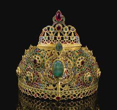 A GEM-SET AND ENAMELLED GOLD TIARA (TAJ), MOROCCO, CIRCA 1800
