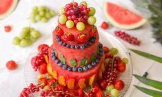 A fruitcake will outperform everyone else this summer! Watermelon Fruit Salad, Watermelon Punch, Watermelon Carving, Baby Shower Watermelon, Baby Shower Fruit, Summer Pie, Bbq Menu, Pistachio Cake, Bowl Cake