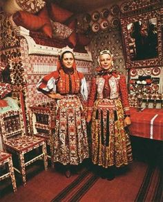Kalotaszeg regional designs in house, wall art, dishes, furniture, headdress… Folklore, Folk Costume, Costumes, Kei Visual, Art Populaire, Folk Clothing, Hungarian Embroidery, Red Pillows, Textiles