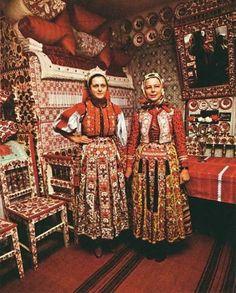 Kalotaszeg regional designs in house, wall art, dishes, furniture, headdress… Folklore, Folk Costume, Costumes, Kei Visual, Art Populaire, Hungarian Embroidery, Folk Clothing, Red Pillows, Folk Dance