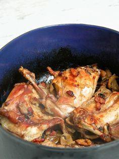 KRÁLÍK NA ŽAMPIONECH A ČESNEKU  Lucie Living: překvapil mě... Paella, Pork, Meat, Chicken, Ethnic Recipes, Life, Food, Kale Stir Fry, Pork Chops