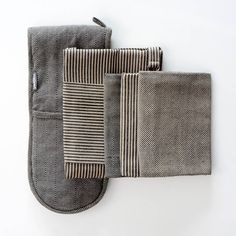 Kitchen Linen 3 Piece Set Black and Biscuit | Aprons, Oven Gloves & Tea Towels from ProCook
