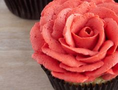 Rose Cupcakes Video Tutorial and Recipe