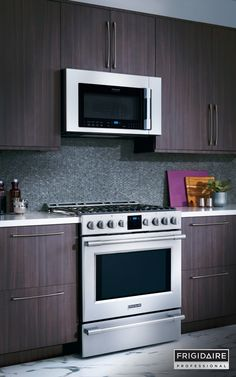 Upgrade to a built-in look with the Frigidaire Professional front-control freestanding range. It easily slides into standard stove spaces, making it simple for you to bring professional-grade design to your kitchen.