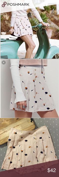 NWOT Free People Floral Pleated Skirt with Buttons New without tags. Free People Floral Pleated Skirt with Buttons. Floral pattern. Pleats on front and back. Buttons on both sides down front. Side zipper. Fully lined. 100% Rayon. Free People Skirts Circle & Skater