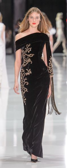 Ralph & Russo Spring-summer 2018 – Couture – www.c… – ©ImaxTree Ralph & Russo Spring-summer 2018 – Couture – www. Trendy Dresses, Elegant Dresses, Nice Dresses, Black And Gold Gown, Dress Black, Black Gold, Beautiful Gowns, Beautiful Outfits, Couture Fashion