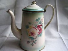 Rose coffee pot~I have the entire collection