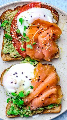 Smoked Salmon Poached Eggs on Toast smokedsalmon salmon brunch breakfast healthy avocadotoast poachedeggs eggs Healthy Desayunos, Plats Healthy, Healthy Snacks, Healthy Eating, Breakfast Healthy, Healthy Recipes, Healthy Brunch, Breakfast Bowls, Cute Breakfast Ideas