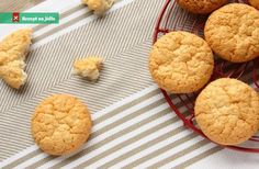 A very easy and tasty Eggless Coconut and Cashew cookies which are best for teatime. It is also a festive time favorite. Cashew Cookies Recipe, Keto Cookies, Sweets Recipes, Cookie Recipes, Vegan Recipes, Tray Bakes, Delicious Desserts, Peanut Butter, Tasty