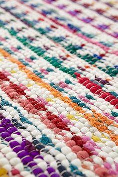 ber ideen zu tapis multicolore auf pinterest teppiche schiefertafeln und couleur. Black Bedroom Furniture Sets. Home Design Ideas