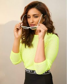 Parineeti Chopra Latest HD Photos, Images, Stills, Gallery. Parineeti Chopra is an Indian actress and singer who appears in Hindi films. Chopra made her ac Hollywood Actress Photos, Hollywood Heroines, Indian Actress Photos, South Indian Actress, Indian Actresses, Parineeti Chopra, Bollywood Bikini, Bollywood Stars, Sonam Kapoor
