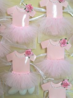 Baby Girl Shower Tutu Favor bags (can put pink chocolate dipped marshmallows inside) Distintivos Baby Shower, Shower Bebe, Girl Shower, Baby Shower Favors, Shower Party, Baby Shower Parties, Baby Shower Gifts, Baby Gifts, Girl Gifts