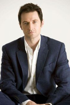 This is just a good old-fashioned handsome photo! No fancy stuff, just RA in all his glory. Nice. :)