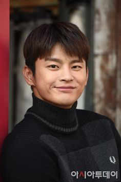 Seo In-guk has had a busy 2016. It's been busy but it's been a memorable year for him. His album 'The Season That's You' came out in March then he starred in the OCN drama '38 Revenue Collection Unit' and MBC drama 'Shopping King Louis'. We met the actor for an interview recently. He's been busier since after the drama, but he's looking more laid back than ever.