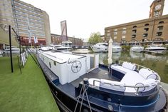 Take a look inside a houseboat in London Small Wet Room, Luxury Houseboats, Wide Screen Tv, Sailing Theme, One Bedroom Flat, Power Shower, Houseboat Living, Thing 1, Boat Interior
