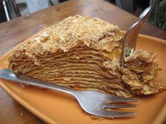 Dulce de leche spread between layers and layers of flaky pastry. I might cheat and use frozen phyllo dough, or alternate the dulce de leche with a few layers of pastry cream. To die for! Chilean Desserts, Chilean Recipes, Chilean Food, Torta Chilena Recipe, Milhojas Cake, Latin American Food, Flaky Pastry, International Recipes, Love Food