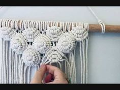Macrame Plant Hangers, Macrame Art, Macrame Projects, Macrame Wall Hanging Patterns, Macrame Patterns, Magic Knot, Weaving Loom Diy, Micro Macramé, Macrame Design