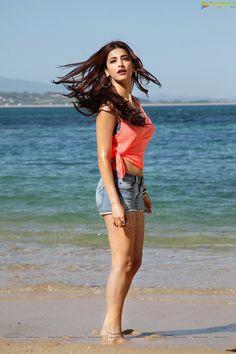 "Multi-talented Daughter of ""Kamal Hassan"" & ""Sarika Hassan"" Indian Film Actress, Singer, Model, Dancer, Musician . Indian Film Actress, South Indian Actress, Beautiful Indian Actress, Beautiful Actresses, Indian Actresses, Star Actress, Bollywood Photos, Bollywood Girls, Bollywood Stars"