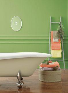 Pantone Greenery bathroom. http://www.kenisahome.com/blog